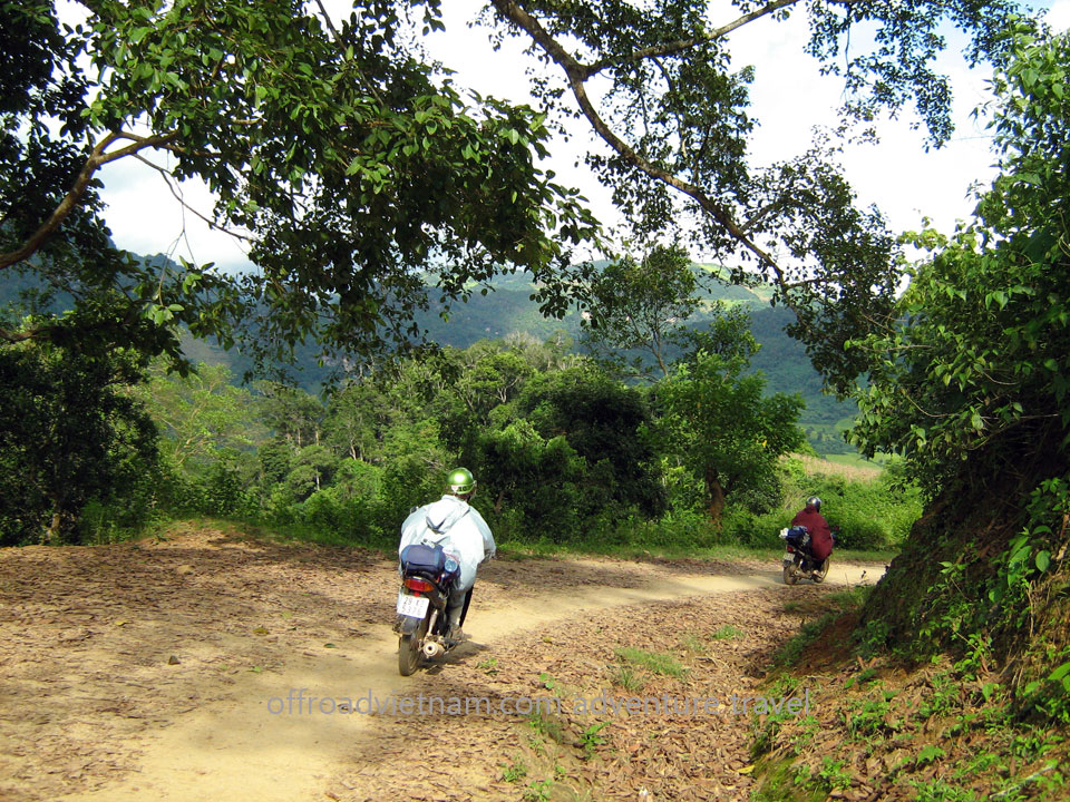 4 Days Northeast Vietnam By Motorbike. 4 Days Northeast Vietnam Fantastic Lake Tours. Thac Ba & Ba Be