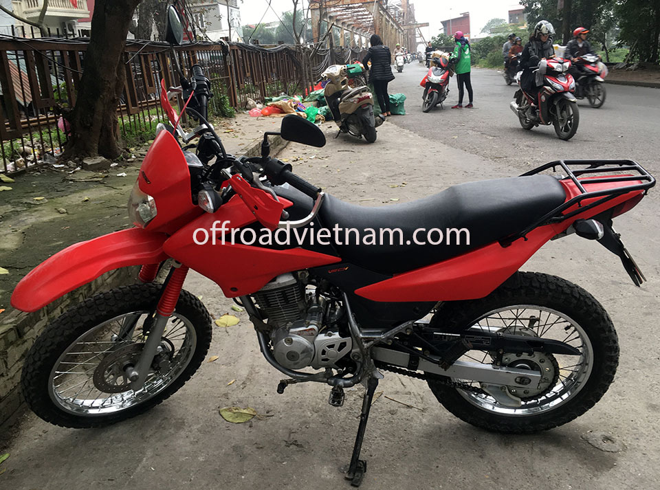 Offroad Vietnam Used Scooters For Sale In Hanoi - 2013 red dirt bike used Honda XR125 150cc for sale in Hanoi, from left
