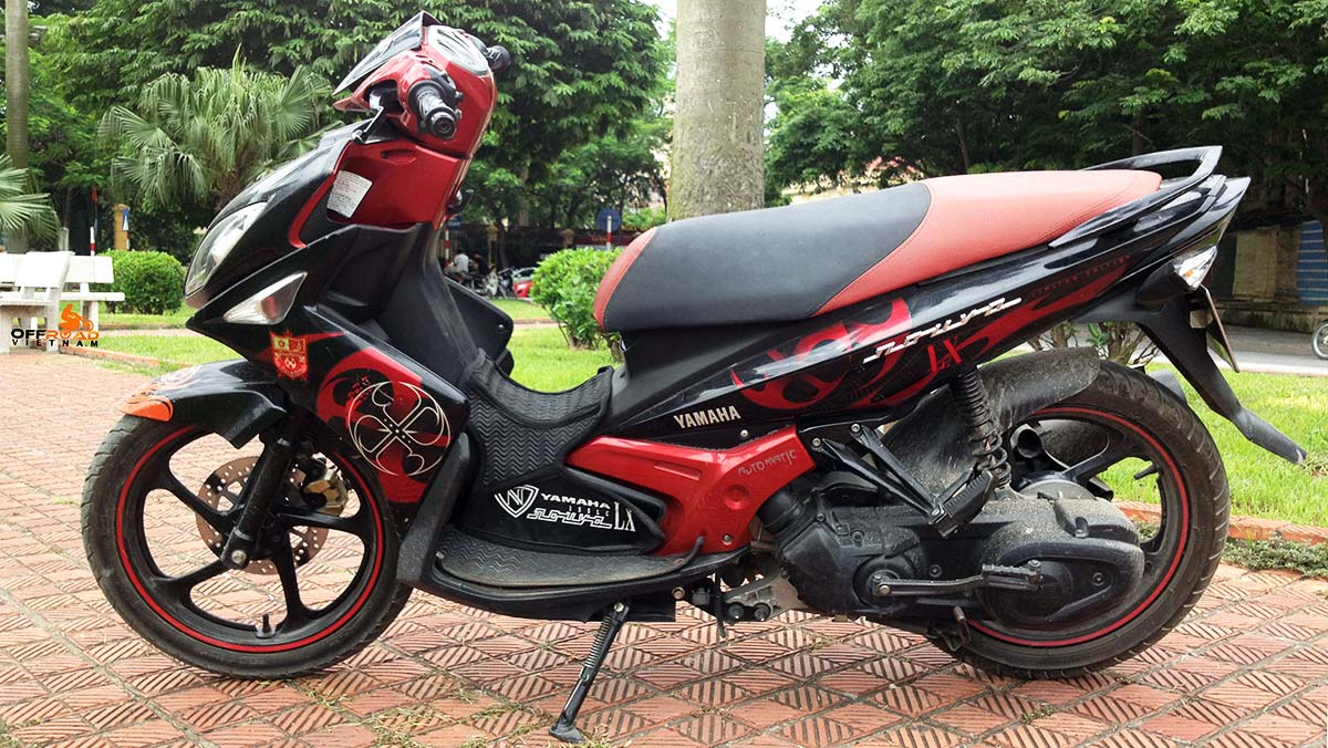 Offroad Vietnam Motorbike Sale - Yamaha Nouvo LX135 used scooter for sale. Red & Black. Front disc back drum brake.