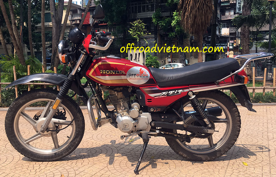 Offroad Vietnam Used Dirt Bikes For Sale In Hanoi - The  used Honda CGL125 touring motorcycle for sale in Hanoi fromt left, Vietnam