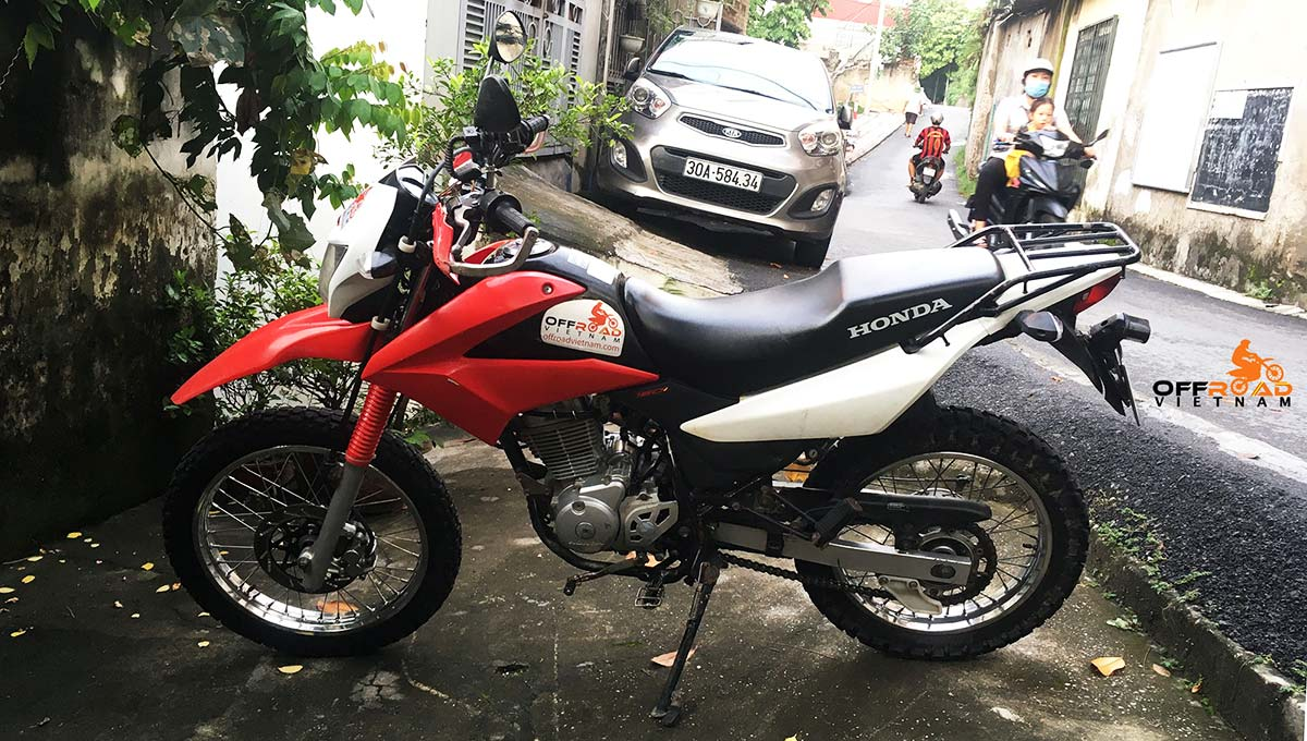 Offroad Vietnam used motorbikes for sale - Used Honda XR150L sale in Hanoi. Red and white, from left.