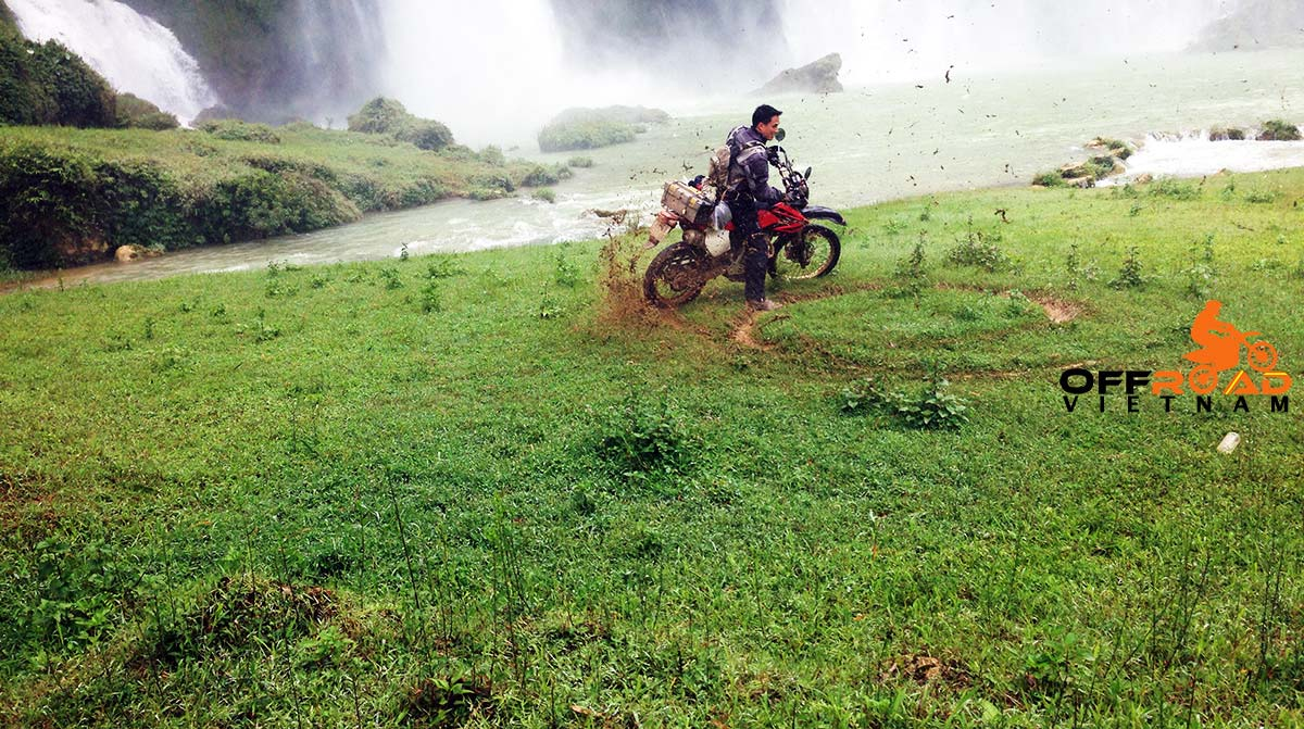 Offroad Vietnam Motorbike Adventures - Warm Northeast in 7 days motorbike tour via Ban Gioc waterfalls.