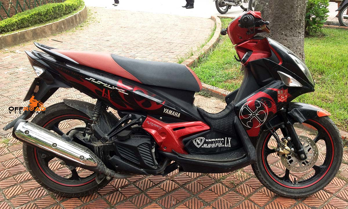Offroad Vietnam Motorbike Sale - Yamaha Nouvo LX135 used scooter for sale. Red & Black. Front disc back drum brake. From right.